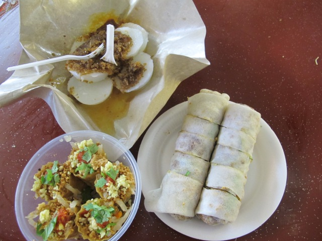 Another day, another hawker stall. This is a mix of popiah, Kueh Pie Ti and Chuwee Kway